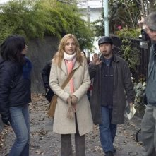 Sarah Michelle Gellar e Takashi Shimizu sul set di The Grudge