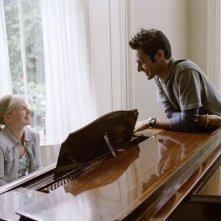 Atta Yaqub con Eva Birthistle in una scena del film Un bacio appassionato