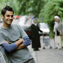 Atta Yaqub in una scena del film  Un bacio appassionato