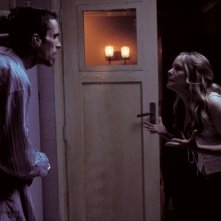 Christian Bale e Jennifer Jason Leigh ne L'uomo senza sonno