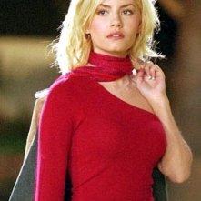 Una seducente Elisha Cuthbert in una scena del film La ragazza della porta accanto