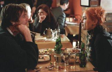 Kate Winslet con Jim Carrey in Se mi lasci ti cancello