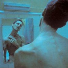 Un irriconoscibile Christian Bale ne L'uomo senza sonno (2004)