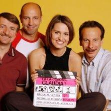 Aldo, Giovanni e Giacomo con Paola Cortellesi in una foto promo per Tu la conosci Claudia?