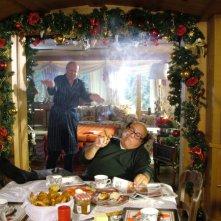 Danny De Vito e Massimo Boldi in una scena di Christmas in Love