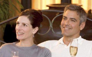 George Clooney e Julia Roberts in Ocean's Twelve