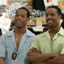 Marlon Wayans e Shawn Wayans in una scena del film White Chicks