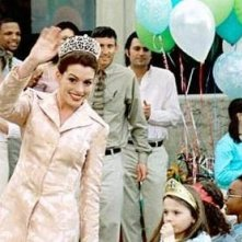Anne Hathaway nel film Principe Azzurro cercasi