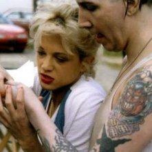 Asia Argento accanto a Marilyn Manson in una scena di Ingannevole è il cuore più di ogni cosa