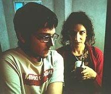 Marta Belaustegui e Diego Luna in una scena di Nicotina - la vita senza filtro