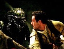 Raoul Bova in una scena di Alien Vs. Predator