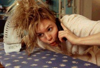 Renèe Zellweger alle prese con i capelli in Che pasticcio, Bridget Jones!