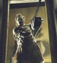 Andrew Bryniarski nei panni di Leatherface nel remake di Non aprite quella porta