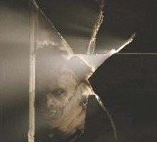 Andrew Bryniarski nel ruolo di Leatherface nel remake di Non aprite quella porta