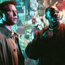 Derek Luke accanto Val Kilmer in una scena di Spartan