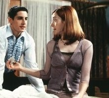 Jason Biggs e Alyson Hannigan in una scena di American Pie