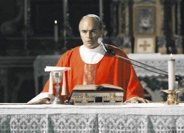 Luca Zingaretti in una immagine del film Alla luce del sole