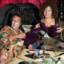 Barbra Streisand e Dustin Hoffmann in una scena di Mi presenti i tuoi?