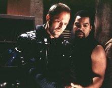 Clea DuVall, Jason Statham e Ice Cube in una scena di Fantasmi da marte