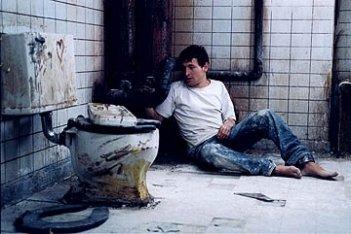 Leigh Whannell in una sequenza di Saw - L'enigmista