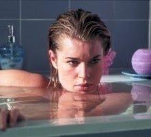 Rebecca Romijn-Stamos in una scena di Femme Fatale