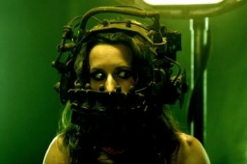shawnee smith in una scena di Saw