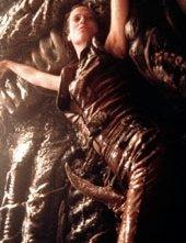Sigourney Weaver in una sequenza di Alien: La clonazione
