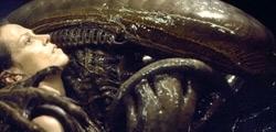 Sigourney Weaver nel film Alien: La clonazione