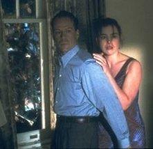 Bruce Willis e Olivia Williams in una scena di Il sesto senso