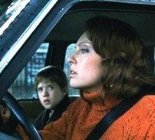 Haley Joel Osment e Toni Collette in una scena di Il sesto senso