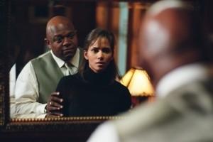 Halle Berry E Charles Dutton In Una Scena Di Gothika 5729