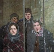 Jake Gyllenhaal, Emmy Rossum, Arjay Smith e Austin Nichols in una scena di The Day After Tomorrow - L'alba del giorno dopo