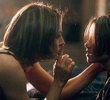 Jodie Foster e Kristen Stewart in una scena di Panic Room