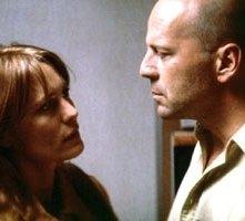 Robin Wright Penn e Bruce Willis in una scena di Unbreakable - Il predestinato