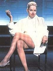 Sharon Stone in una celebre scena di Basic Instinct