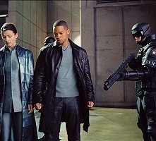 Bridget Moynahan e Will Smith  in una scena di Io, Robot