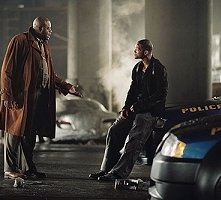 Chi McBride e Will Smith in una scena di Io, Robot