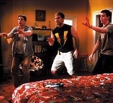Jason Biggs, Chris Klein e Seann William Scott in una scena di American Pie 2