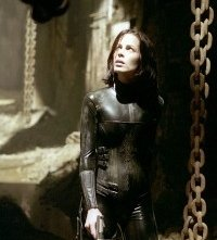 Kate Beckinsale in una scena del film Underworld