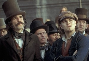 Leonardo DiCaprio con Daniel Day-Lewis in una scena di Gangs of New York