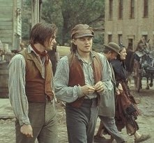 Leonardo DiCaprio e Henry Thomas in una scena di Gangs of New York