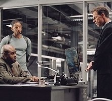 Will Smith, Bruce Greenwood e Chi McBride in una scena di Io, Robot