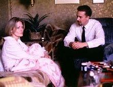 Beverly D'Angelo e Edward Norton in una scena di American History X