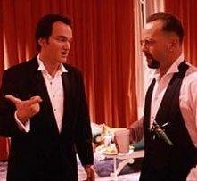 Quentin Tarantino e Bruce Willis in una scena di Four Rooms