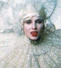 Sadie Frost in una scena di Dracula