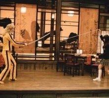 Uma Thurman e Chiaki Kuriyama in una scena di Kill Bill: Volume 1