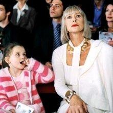 Abigail Breslin ed Helen Mirren in una scena di Quando meno te lo aspetti