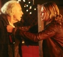 Charlize Theron e Bruce Dern in una scena di Monster