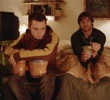 Elijah Wood e Jim Carrey in una scena di Se mi lasci ti cancello