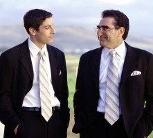 Jason Biggs e Eugene Levy in una scena di American Pie - Il matrimonio
